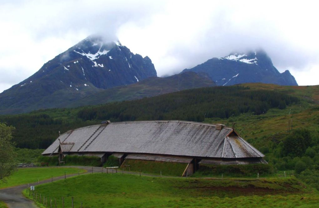 image_2325_2e-viking-feasting-hall