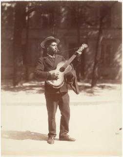 Eugène Atget - Joueur de Guitare