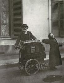Eugène Atget - Street Musicians - 1898-99
